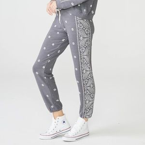 Monrow gray bandana print jogger sweat pants sz m